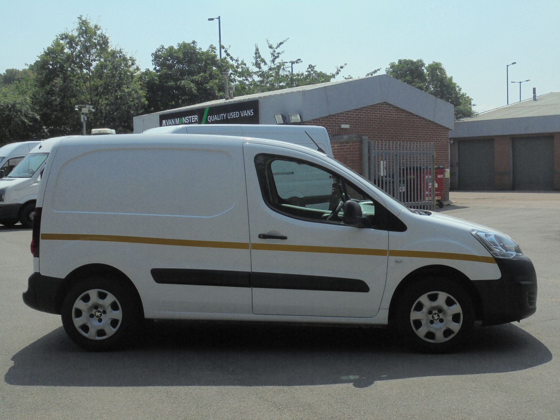 2018 Peugeot Partner 850 1.6 Bluehdi 100 Professional Van [Non Ss] (NV67LLZ) Image 11