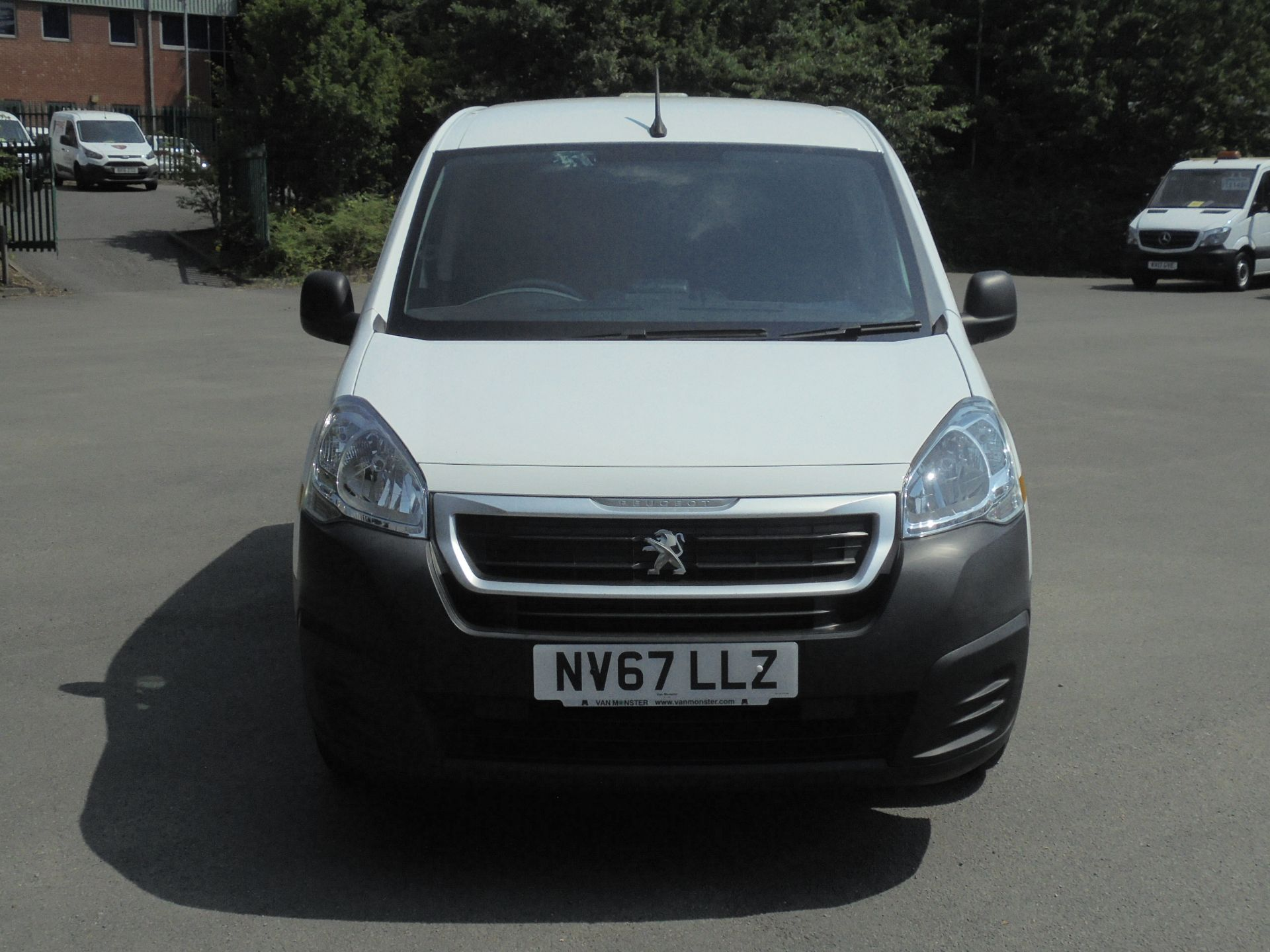 2018 Peugeot Partner 850 1.6 Bluehdi 100 Professional Van [Non Ss] (NV67LLZ) Image 2