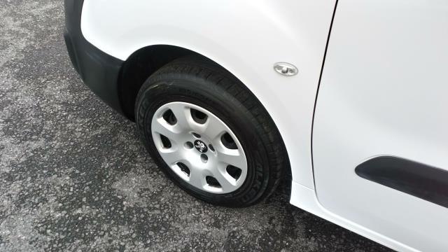 2018 Peugeot Partner 850 1.6 Bluehdi 100 Professional Van [Non Ss] (NV67MGX) Image 11
