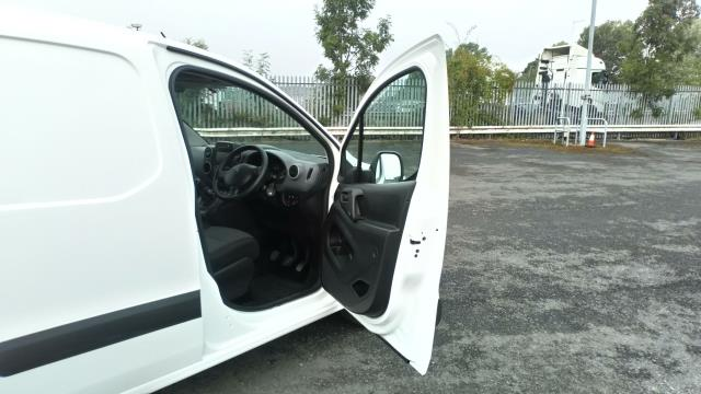 2018 Peugeot Partner 850 1.6 Bluehdi 100 Professional Van [Non Ss] (NV67MGX) Image 13