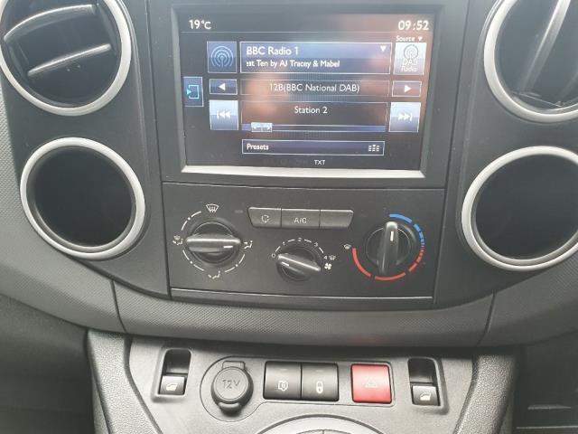 2018 Peugeot Partner 850 1.6 Bluehdi 100 Professional Van [Non Ss] (NV67MHA) Image 16