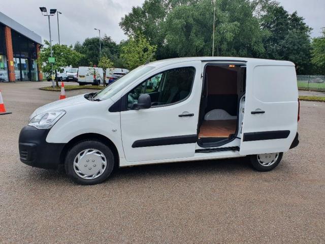 2018 Peugeot Partner 850 1.6 Bluehdi 100 Professional Van [Non Ss] (NV67MHA) Image 13