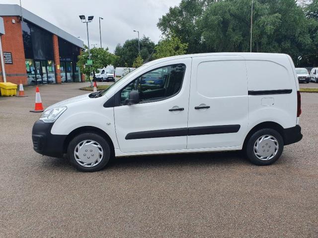 2018 Peugeot Partner 850 1.6 Bluehdi 100 Professional Van [Non Ss] (NV67MHA) Image 12
