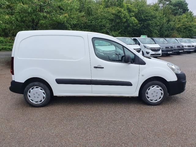 2018 Peugeot Partner 850 1.6 Bluehdi 100 Professional Van [Non Ss] (NV67MHA) Image 4