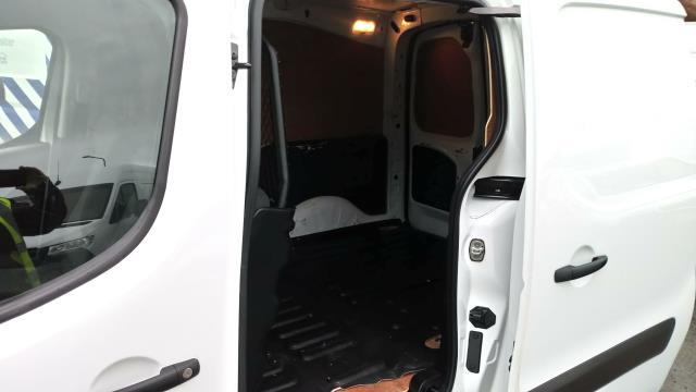 2018 Peugeot Partner 850 1.6 Bluehdi 100 Professional Van [Non Ss] (NV67NGJ) Image 12