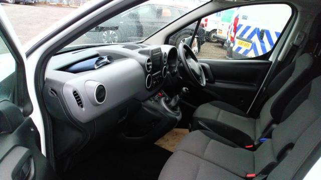 2018 Peugeot Partner 850 1.6 Bluehdi 100 Professional Van [Non Ss] (NV67NGJ) Image 13