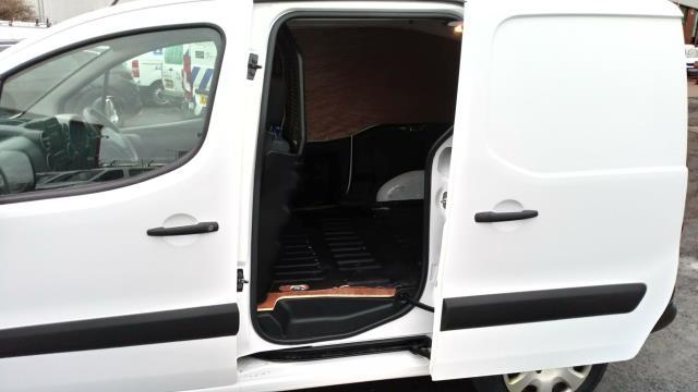 2018 Peugeot Partner 850 1.6 Bluehdi 100 Professional Van [Non Ss] (NV67NGJ) Image 11