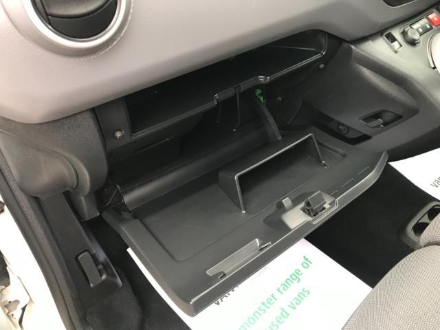 2018 Peugeot Partner 850 1.6 Bluehdi 100 Professional Van [Non Ss] Euro 6 (NV67NYF) Image 32