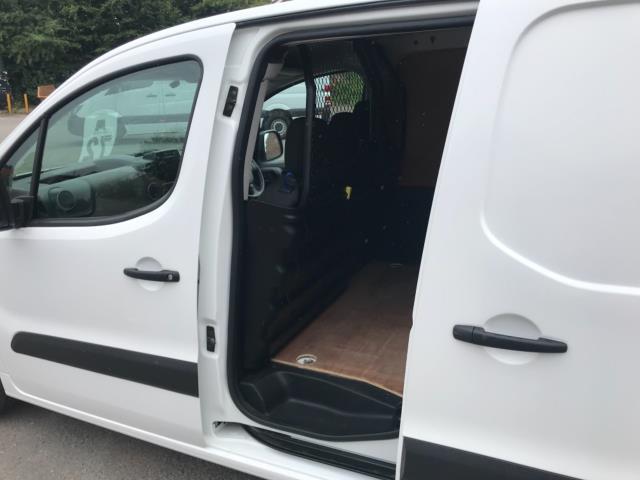 2018 Peugeot Partner 850 1.6 Bluehdi 100 Professional Van [Non Ss] Euro 6 (NV67NYF) Image 33