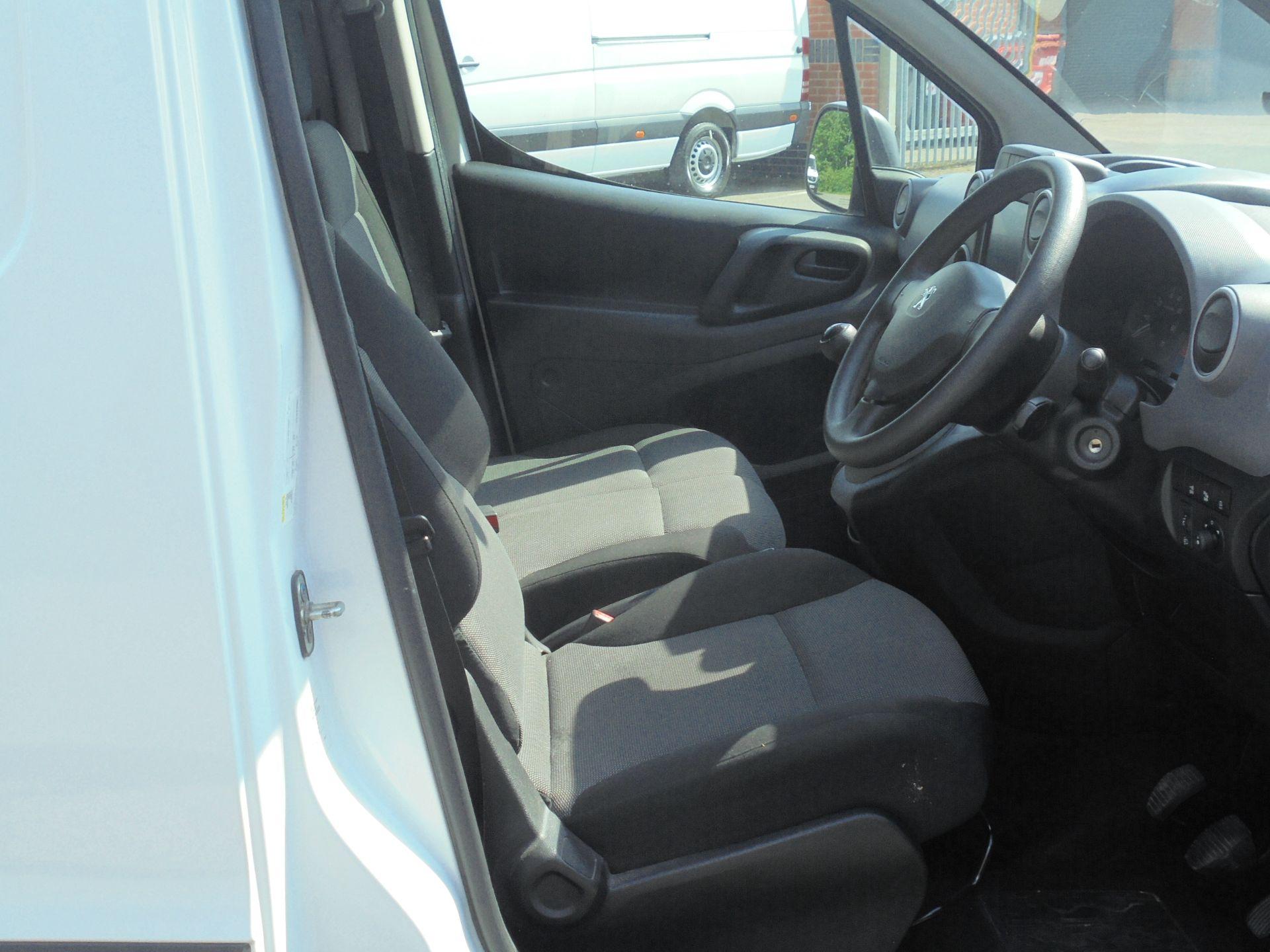 2018 Peugeot Partner 850 1.6 Bluehdi 100 Professional Van [Non Ss] (NV67NZG) Image 12