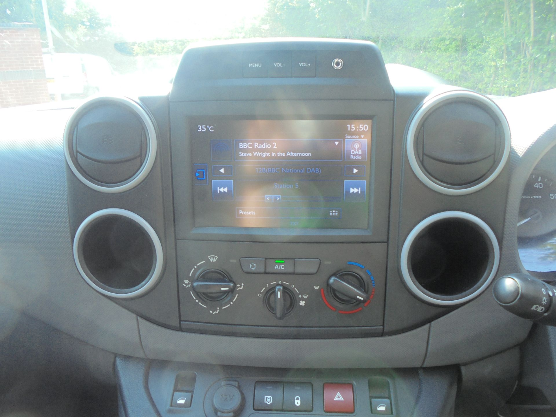 2018 Peugeot Partner 850 1.6 Bluehdi 100 Professional Van [Non Ss] (NV67NZG) Image 14