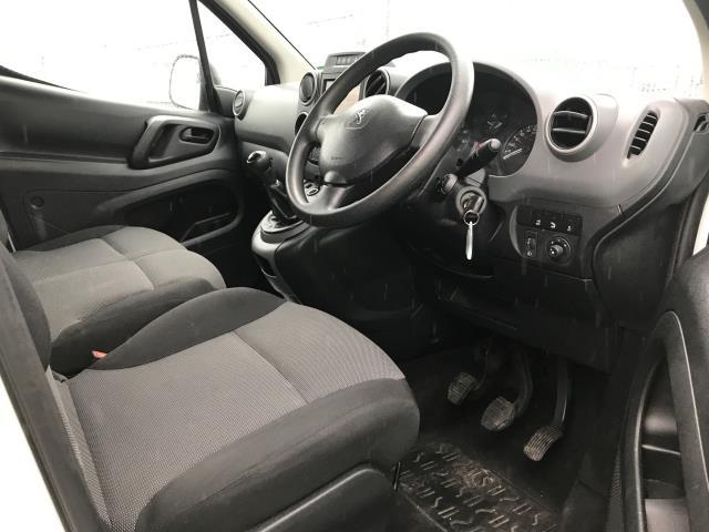 2018 Peugeot Partner L1 850 1.6BLUEHDI 100PS PROFESSIONAL EURO 6 (NV67OJS) Image 19
