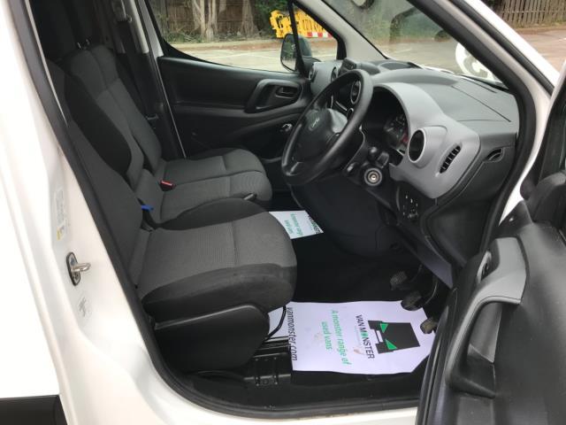 2018 Peugeot Partner 850 1.6 Bluehdi 100 Professional Van [Non Ss] Euro 6 (NV67OZT) Image 12