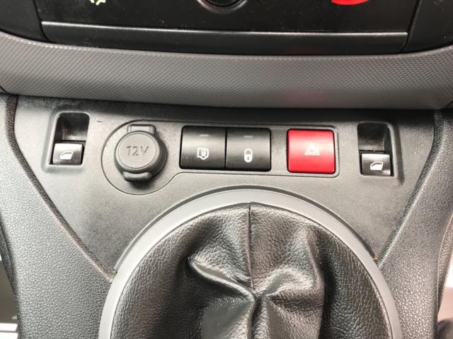 2018 Peugeot Partner 850 1.6 Bluehdi 100 Professional Van [Non Ss] Euro 6 (NV67OZT) Image 25