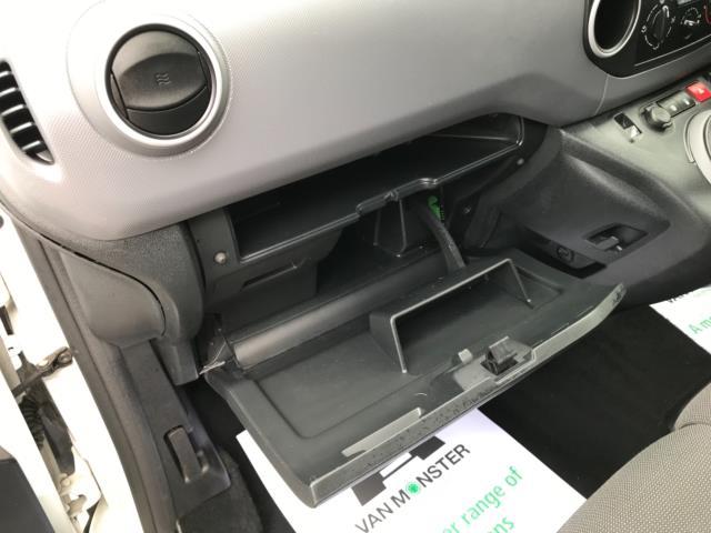 2018 Peugeot Partner 850 1.6 Bluehdi 100 Professional Van [Non Ss] Euro 6 (NV67OZT) Image 32