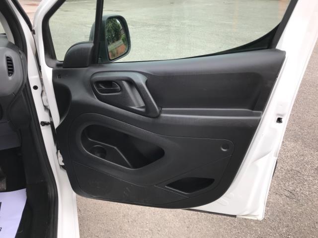 2018 Peugeot Partner 850 1.6 Bluehdi 100 Professional Van [Non Ss] Euro 6 (NV67OZT) Image 14