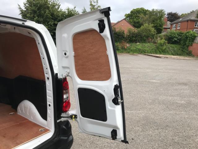 2018 Peugeot Partner 850 1.6 Bluehdi 100 Professional Van [Non Ss] Euro 6 (NV67OZT) Image 43