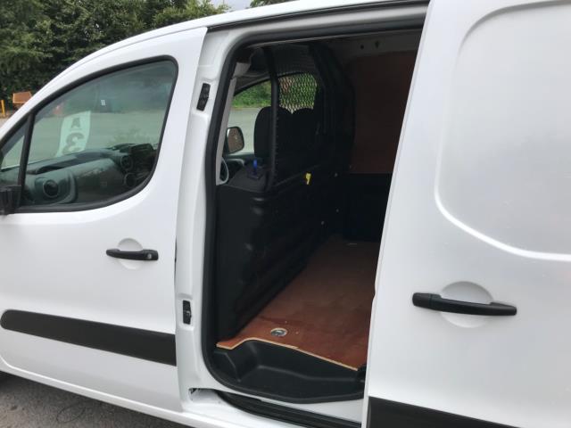 2018 Peugeot Partner 850 1.6 Bluehdi 100 Professional Van [Non Ss] Euro 6 (NV67OZT) Image 33