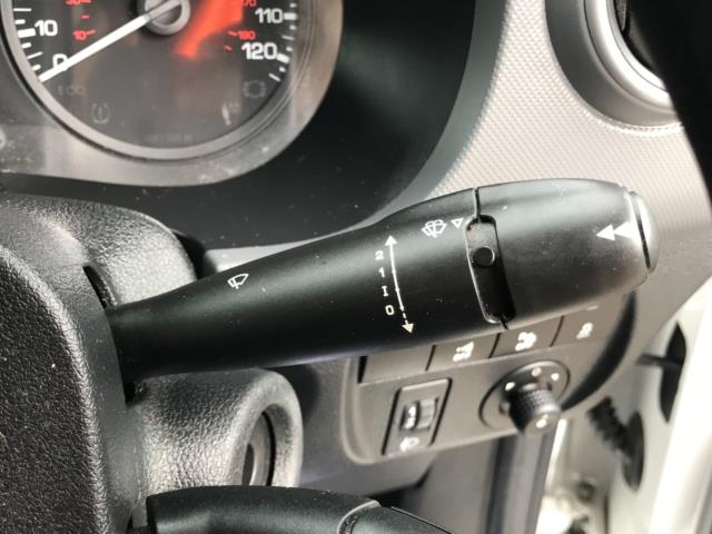 2018 Peugeot Partner 850 1.6 Bluehdi 100 Professional Van [Non Ss] Euro 6 (NV67OZT) Image 18