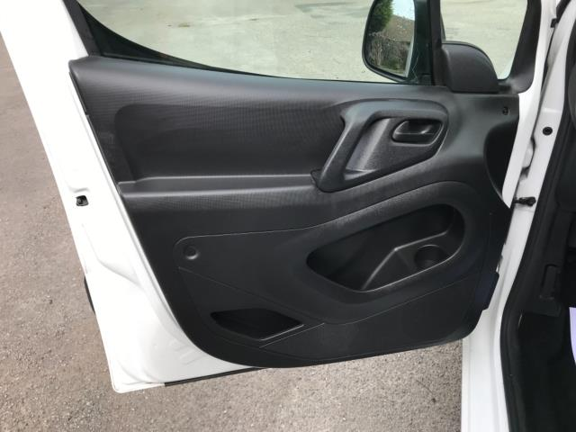 2018 Peugeot Partner 850 1.6 Bluehdi 100 Professional Van [Non Ss] Euro 6 (NV67OZT) Image 31