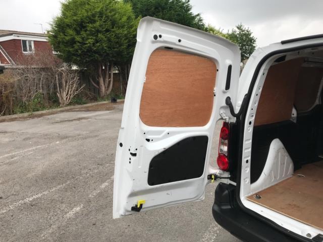 2018 Peugeot Partner 850 1.6 Bluehdi 100 Professional Van [Non Ss] Euro 6 (NV67PCY) Image 38