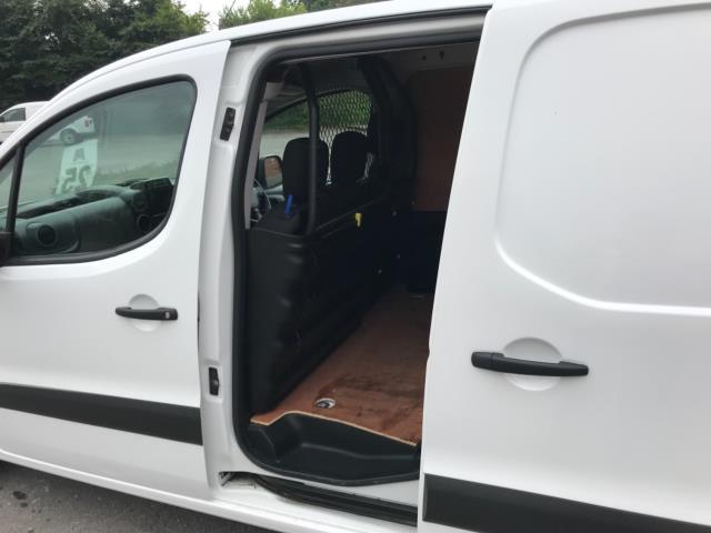2018 Peugeot Partner 850 1.6 Bluehdi 100 Professional Van [Non Ss] Euro 6 (NV67PCY) Image 30