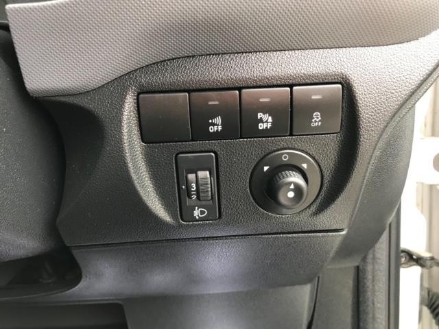 2018 Peugeot Partner 850 1.6 Bluehdi 100 Professional Van [Non Ss] Euro 6 (NV67PCY) Image 19