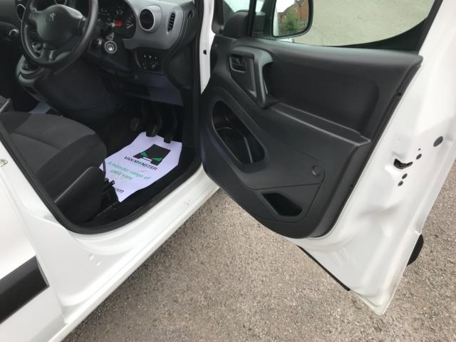 2018 Peugeot Partner 850 1.6 Bluehdi 100 Professional Van [Non Ss] Euro 6 (NV67PCY) Image 13