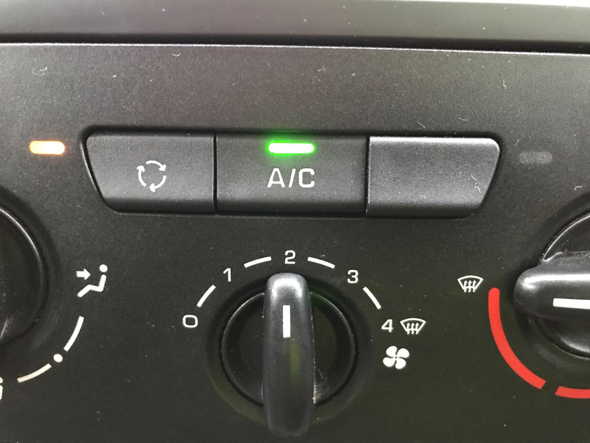 2018 Peugeot Partner L1 850 1.6BLUEHDI 100PS PROFESSIONAL EURO 6 (NV67PXC) Image 22