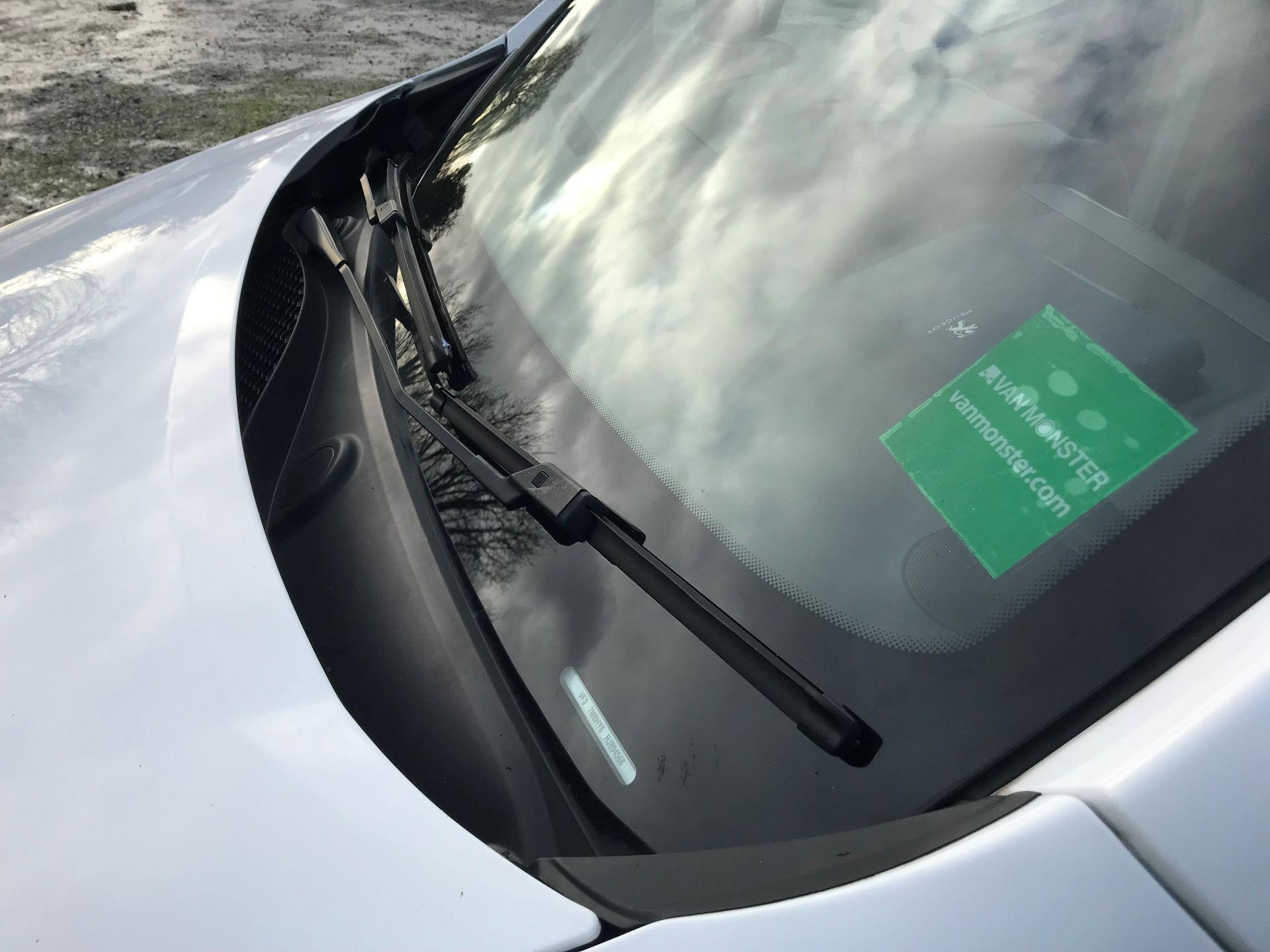 2018 Peugeot Partner  L2 715 S 1.6 BLUEHDI 100 CREW VAN EURO 6 *Restricted to 70MPH* (NV67PZC) Image 22