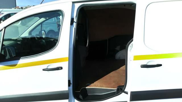 2018 Peugeot Partner 850 1.6 Bluehdi 100 Professional Van [Non Ss] (NV67UGL) Image 9
