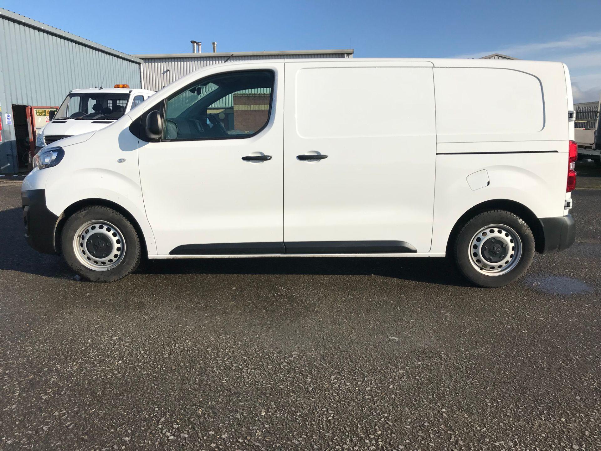 2018 Peugeot Expert 1000 1.6 Bluehdi 95 Professional Van (NV67UPF) Image 4