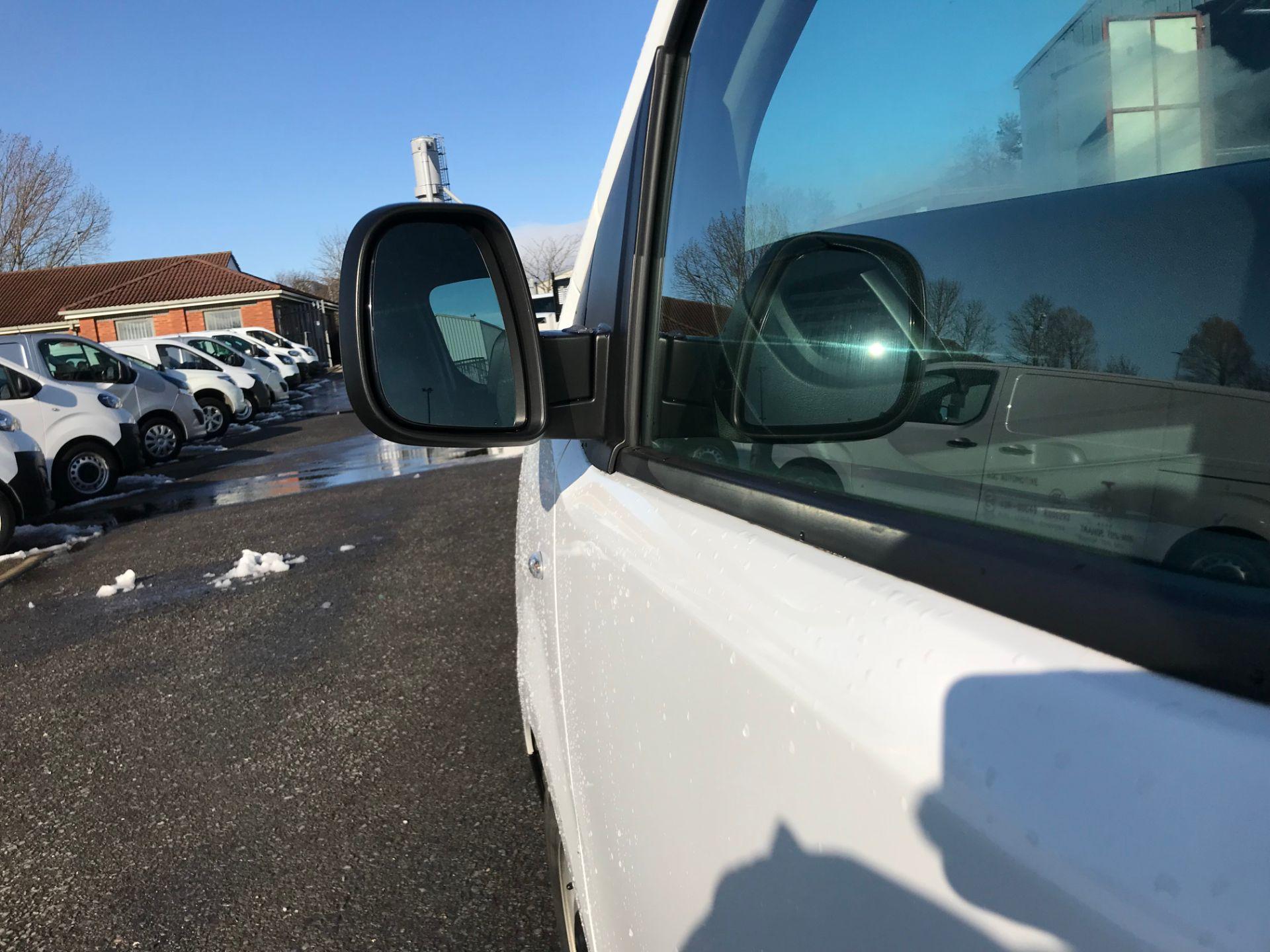 2018 Peugeot Expert 1000 1.6 Bluehdi 95 Professional Van (NV67UPF) Image 14