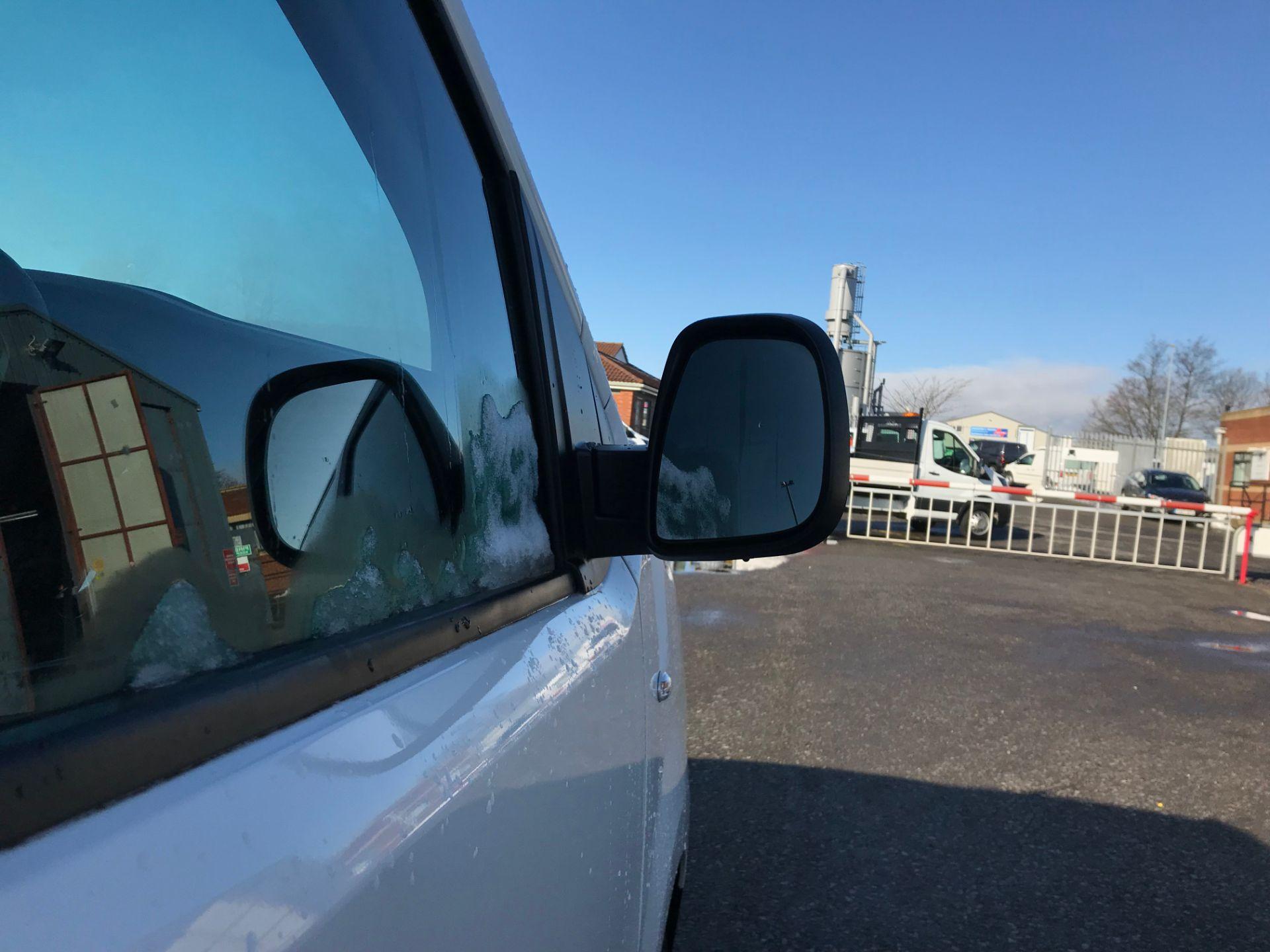 2018 Peugeot Expert 1000 1.6 Bluehdi 95 Professional Van (NV67UPF) Image 10