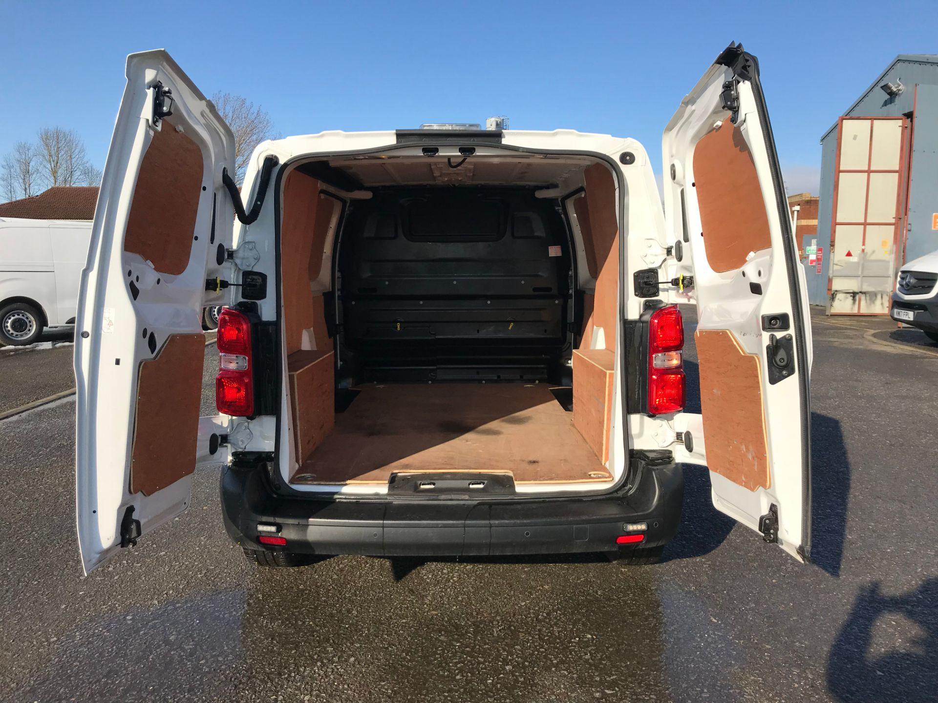 2018 Peugeot Expert 1000 1.6 Bluehdi 95 Professional Van (NV67UPF) Image 17