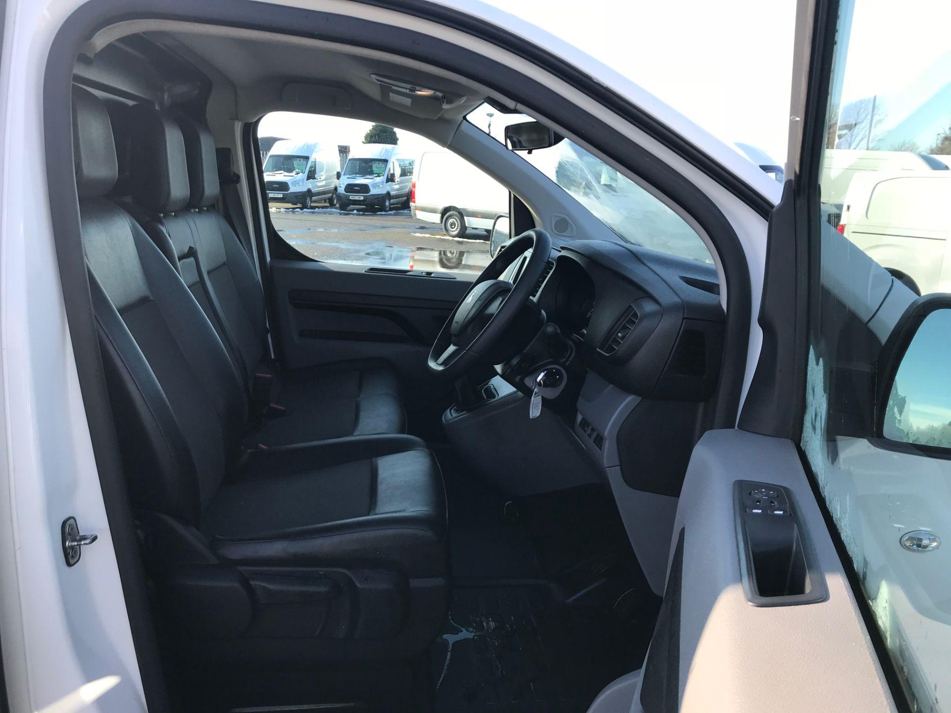 2018 Peugeot Expert 1000 1.6 Bluehdi 95 Professional Van (NV67UPF) Image 11