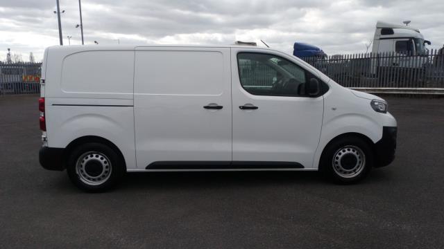 2018 Peugeot Expert 1000 1.6 Bluehdi 95 Professional Van (NV67UXJ) Image 8