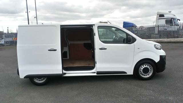 2018 Peugeot Expert 1000 1.6 Bluehdi 95 Professional Van (NV67UXJ) Image 11