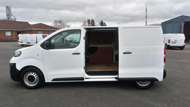 2018 Peugeot Expert 1000 1.6 Bluehdi 95 Professional Van (NV67UXJ) Image 9