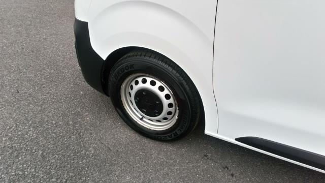 2018 Peugeot Expert 1000 1.6 Bluehdi 95 Professional Van (NV67UXJ) Image 12