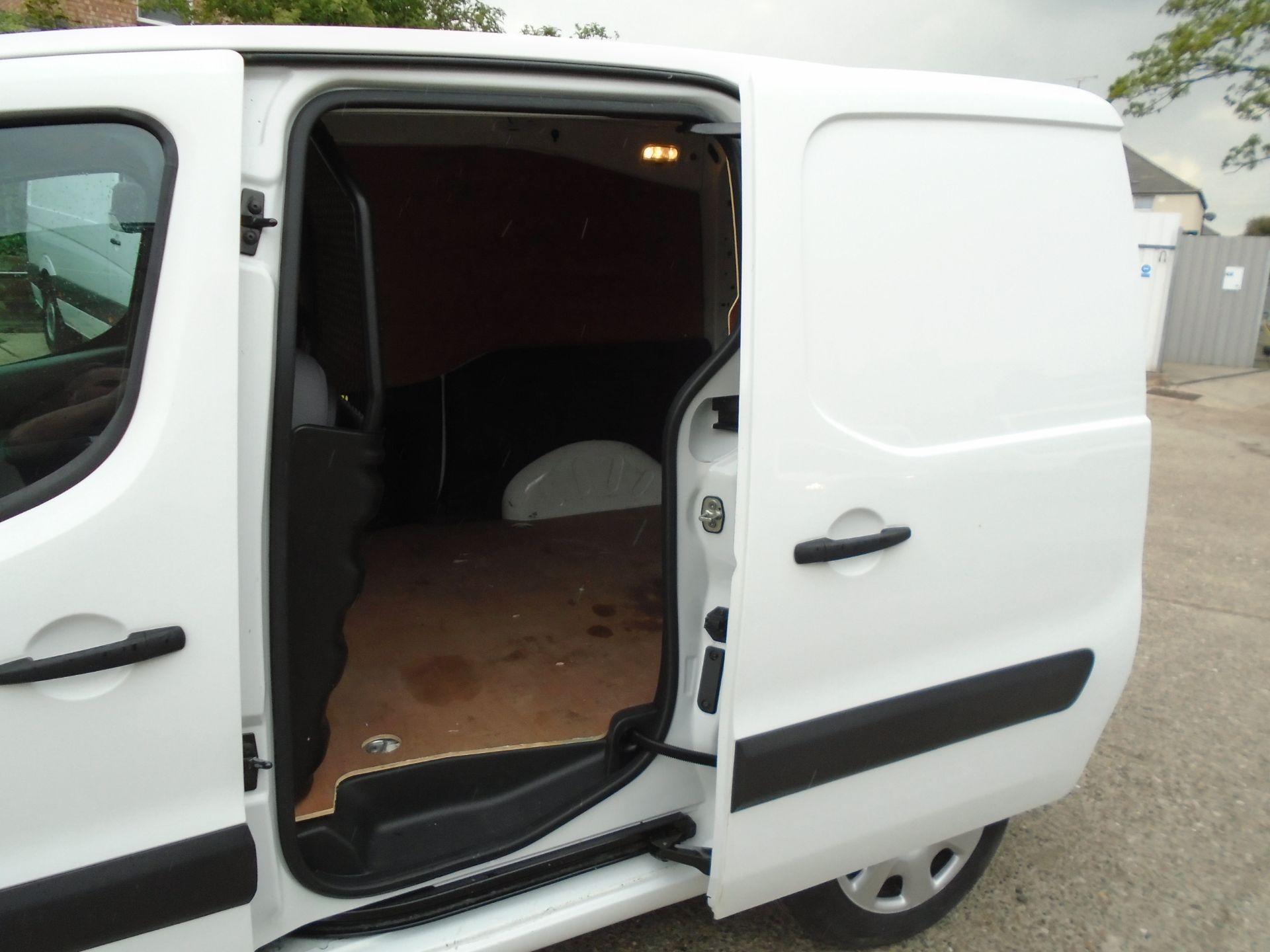 2015 Peugeot Partner L1 850 S 1.6 92PS (SLD) EURO 5 (NX15HGG) Image 9