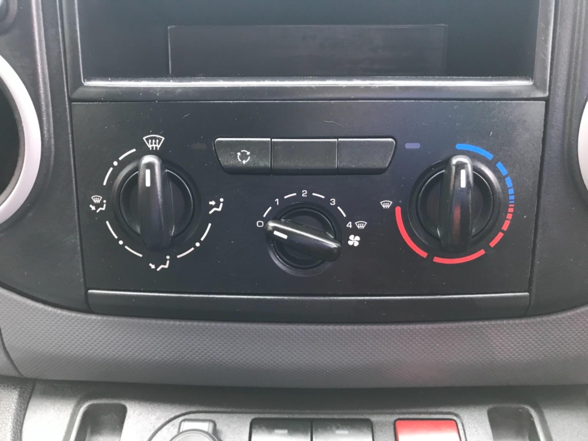 2016 Peugeot Partner L1 850 S 1.6 92PS (SLD) EURO 5 (NX16XXM) Image 19
