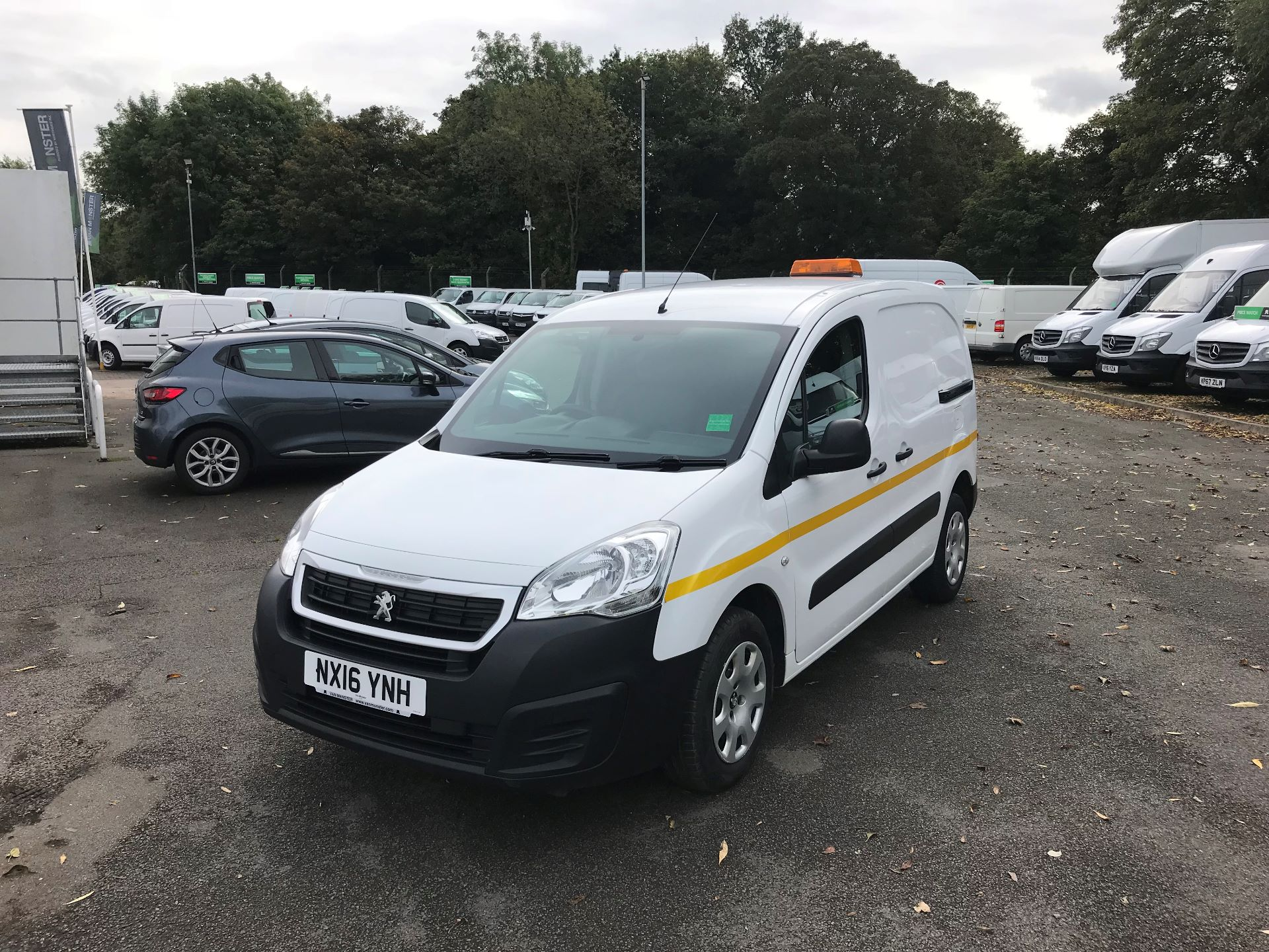 2016 Peugeot Partner L1 850 S 1.6 92PS (SLD) EURO 5 (NX16YNH) Image 2