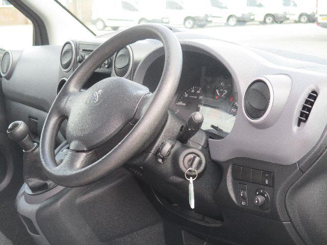 2016 Peugeot Partner L1 850 1.6 92PS EURO 5 (NX16YOV) Image 13