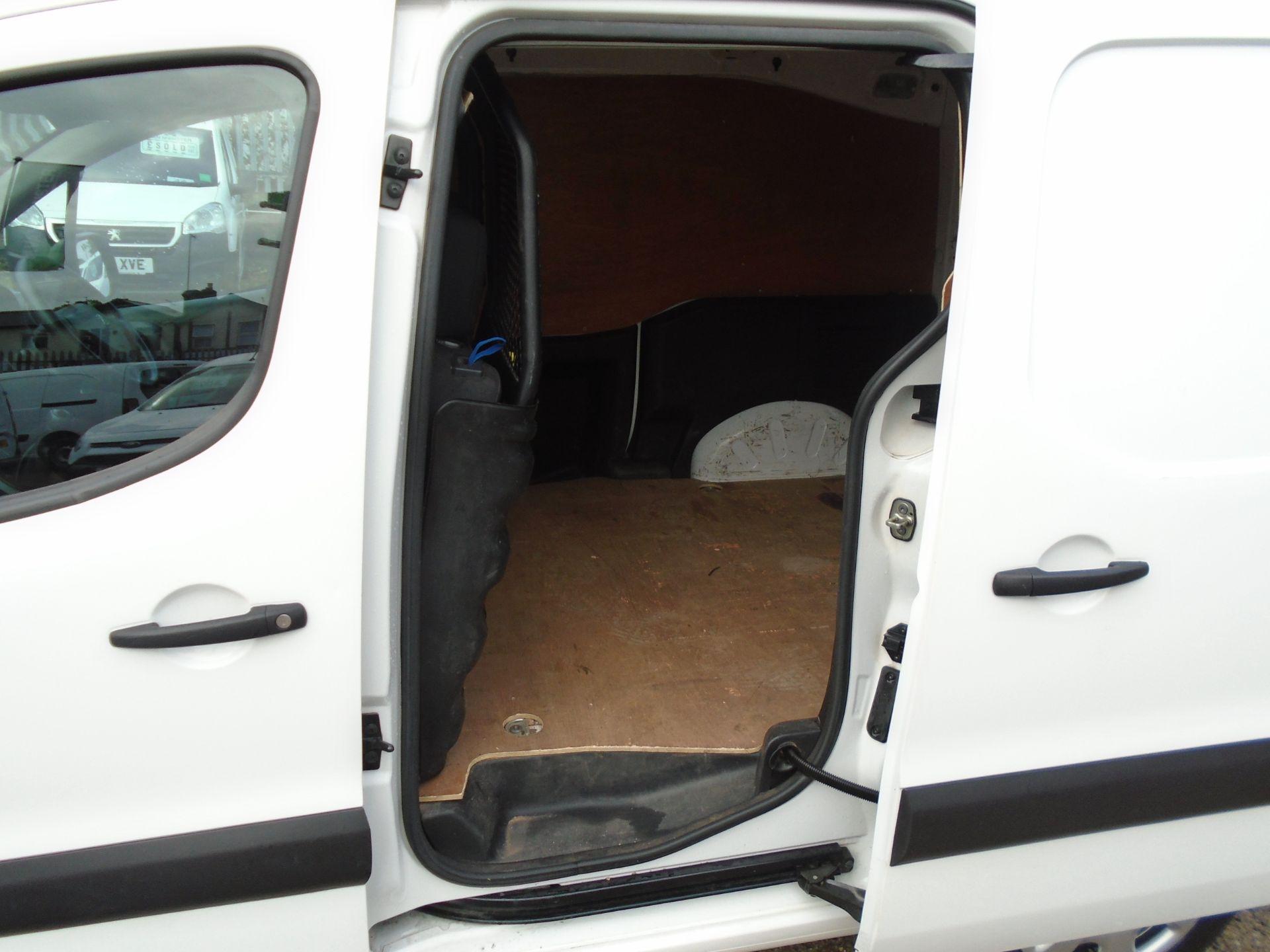 2017 Peugeot Partner 850 1.6 Bluehdi 100 Professional Van [Non Ss] (NX17HWR) Image 9