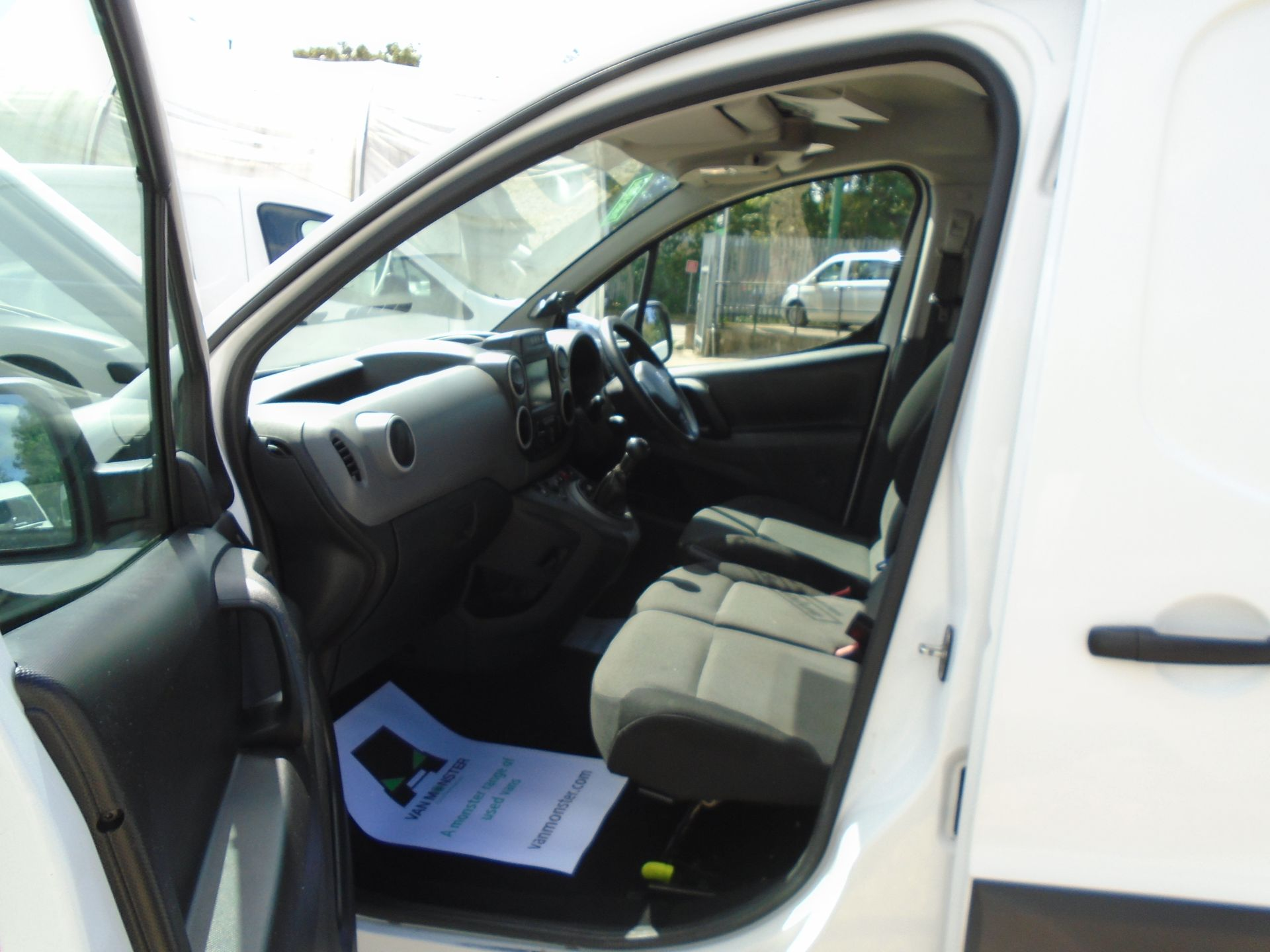 2017 Peugeot Partner 850 1.6 Bluehdi 100 Professional Van [Non Ss] (NX17TGN) Image 18