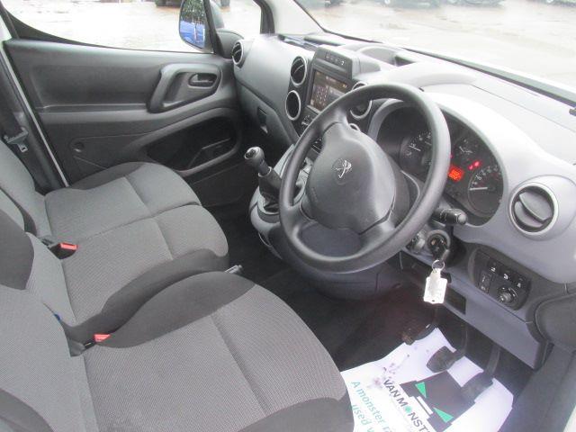 2017 Peugeot Partner L1 850 1.6 Bluehdi 100PS Professional Van [Non S/S] (NX17TNE) Image 2
