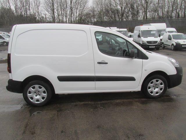 2017 Peugeot Partner L1 850 1.6 Bluehdi 100PS Professional Van [Non S/S] (NX17TNE) Image 3