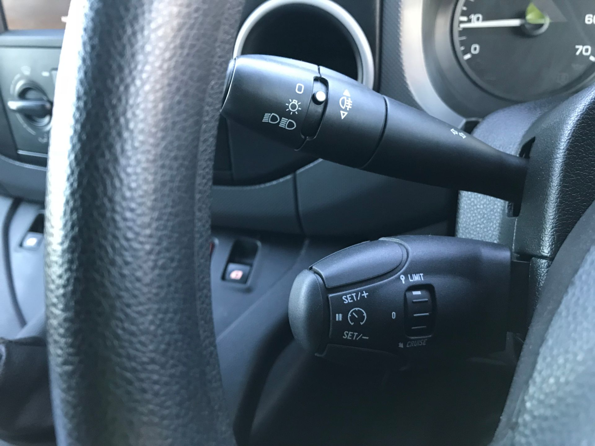 2017 Peugeot Partner 850 1.6 Bluehdi 100 Professional Van [Non Ss] (NX17TNO) Image 31