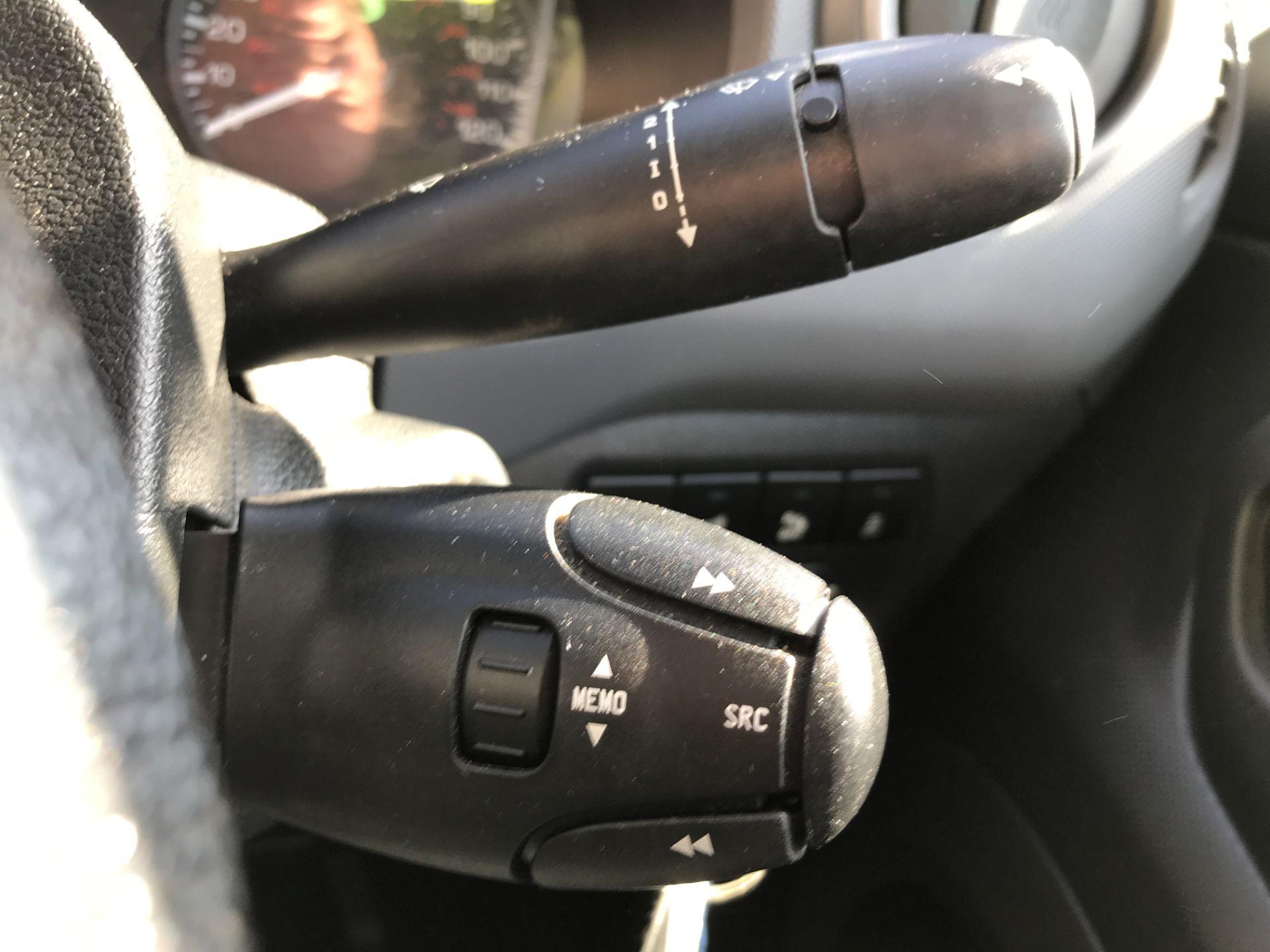 2017 Peugeot Partner L1 850 1.6BLUEHDI 100PS PROFESSIONAL EURO 6 (NX17TOH) Image 24